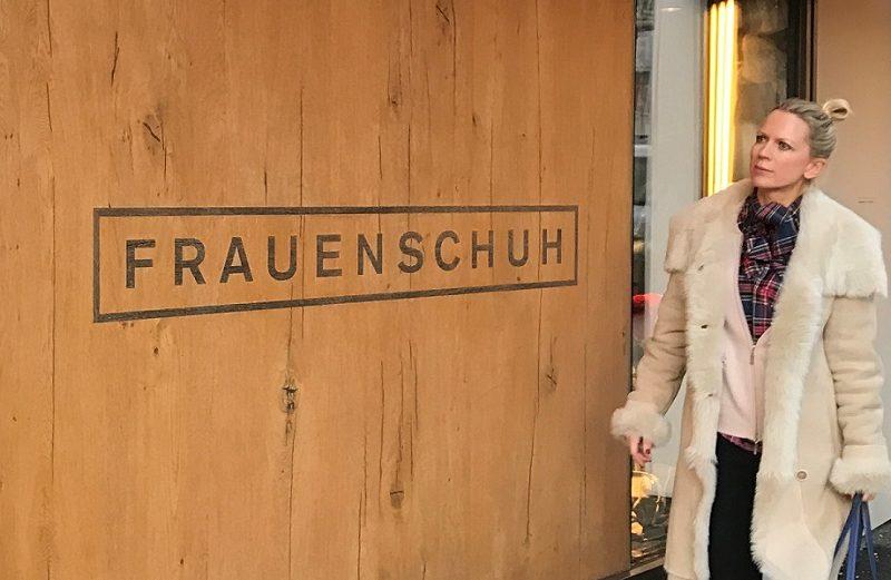 sm-startbild-tamara-vor-ihrem-lieblingsladen-in-kitzbuehel-frauenschuh