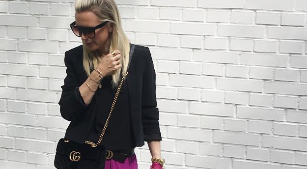 Meine schwarze Samt Tasche von Gucci ist mein neues Keypiece.