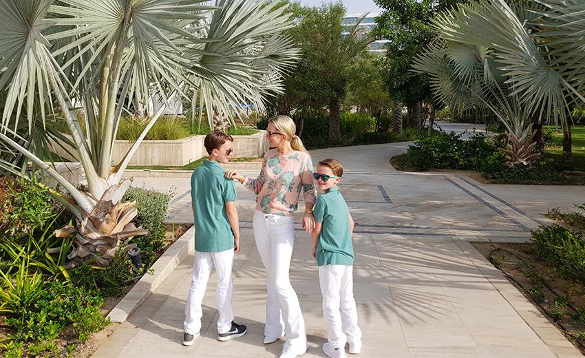 Tamara Gräfin von Nayhauß und ihre Jungs in Dubai.
